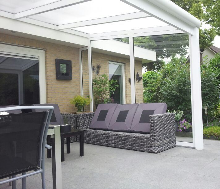 Veranda - terrasoverkapping, gemaakt van aluminium. Geeft sfeer in ...