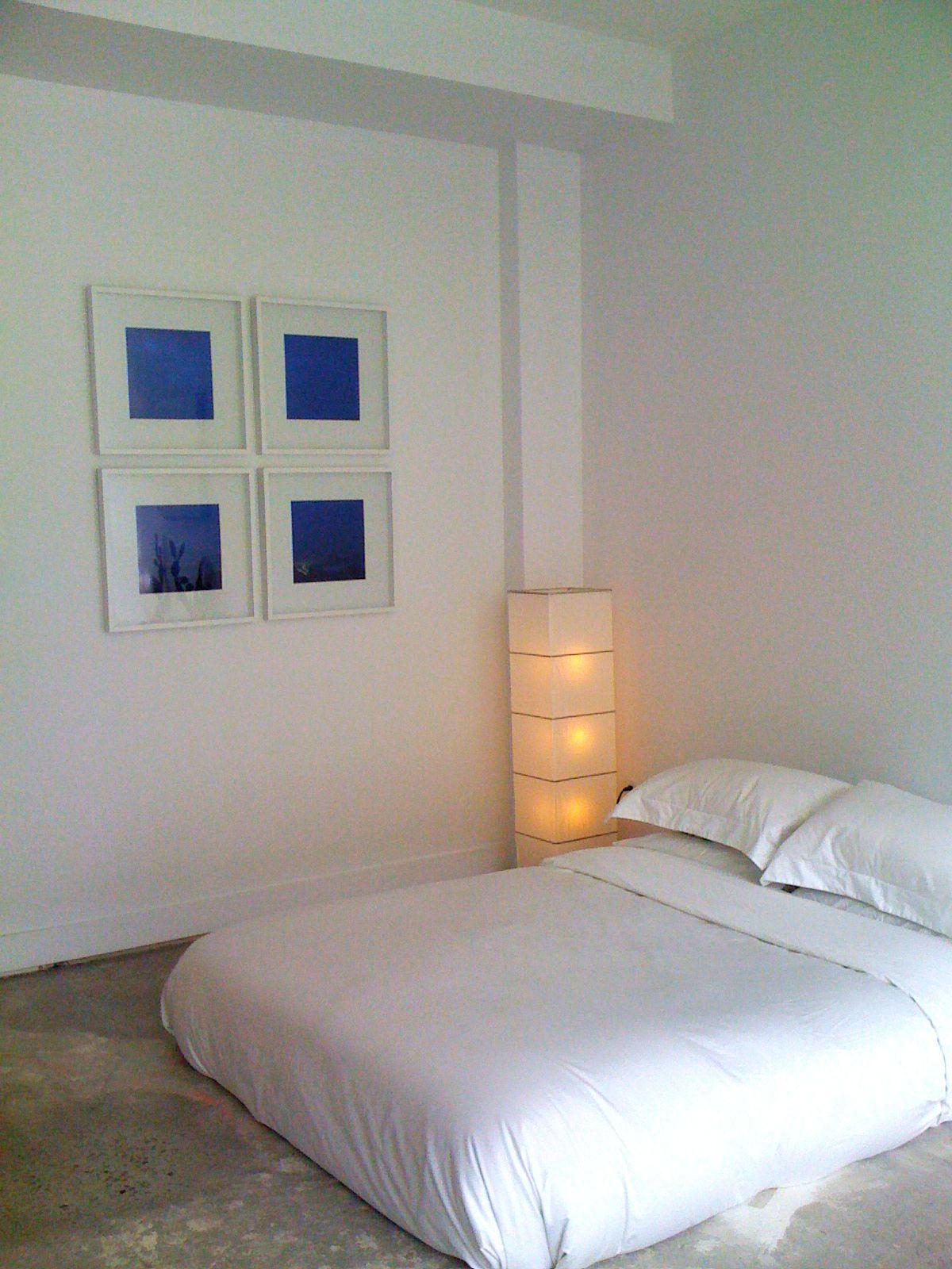 Best Simple Floor Bed With Nice Ambient Lighting Concrete 640 x 480