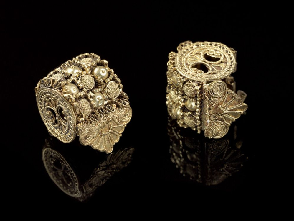 Spool earring -  Italic, Etruscan, Late Archaic or Classical Period early 5th century BC Gold