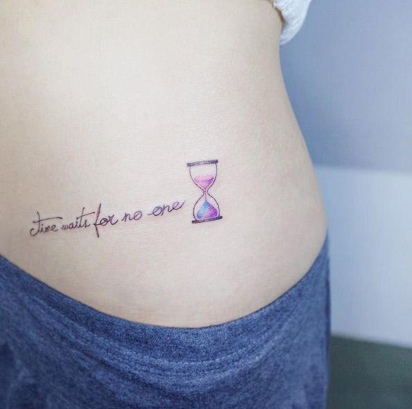Hourglass Tattoo By Tattooist Ida Hourglass Tattoo Tattoos For Women Tattoos