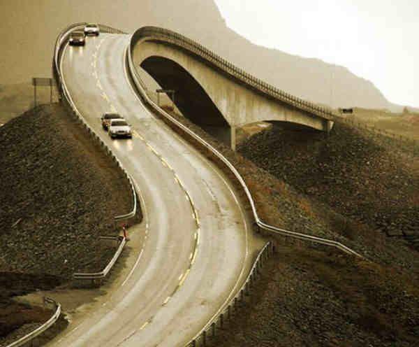 Sua construcao se estendeu por quase seis anos, chegando a ganhar em 2005 o premio de melhor construcao norueguesa, veja mais detalhes acessando o link