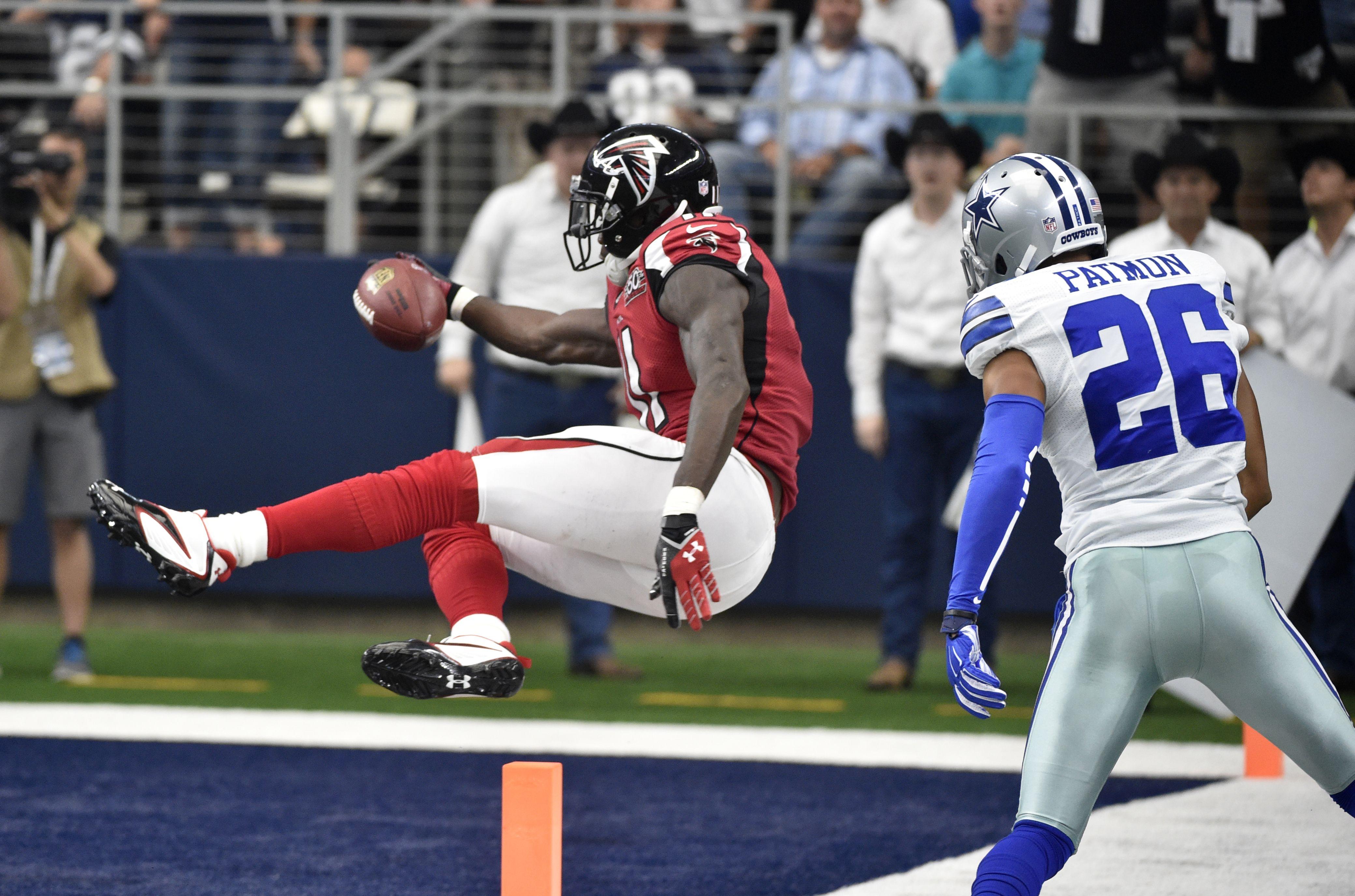 Atlanta Falcons Wide Receiver Julio Jones Sails Into The End Zone For A Touchdown As Dallas Cowboy With Images Atlanta Falcons Atlanta Falcons Pictures Atlanta Falcons Art