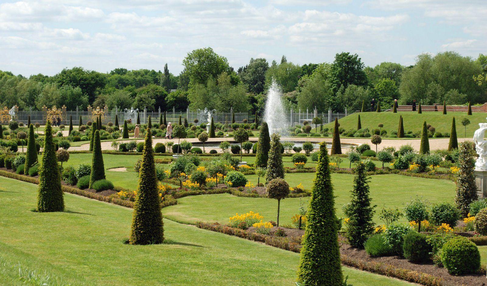 Roses In Garden: Hampton Court Privy Garden