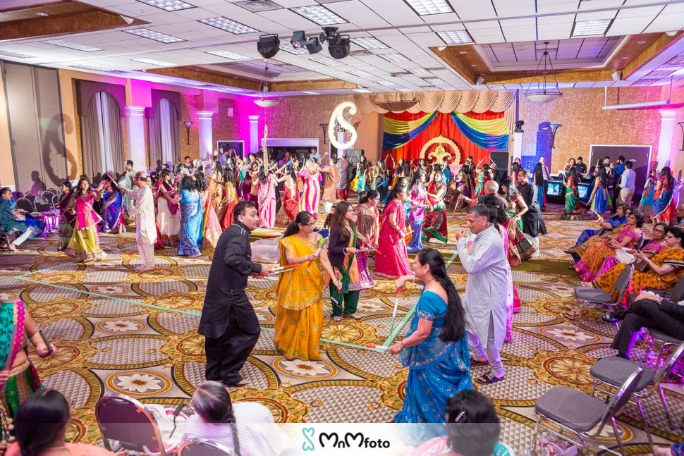 Garba Raas Dandia Dances And Performances Indian Wedding Photography By Www Mnmfoto