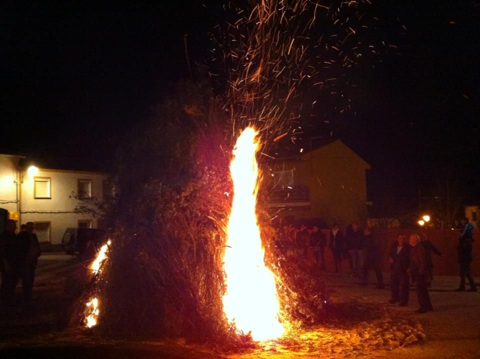 Así se encendía la hoguera el día 2 de febrero de 2013 en #sanblasbuenasbodas