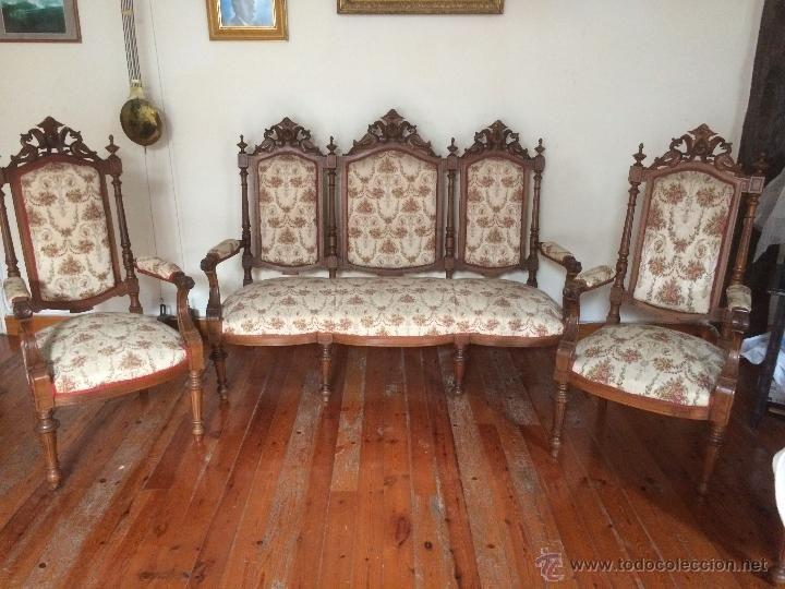 Estrado sof y dos sillones y 6 sillas en nogal siglo for Sillones antiguos
