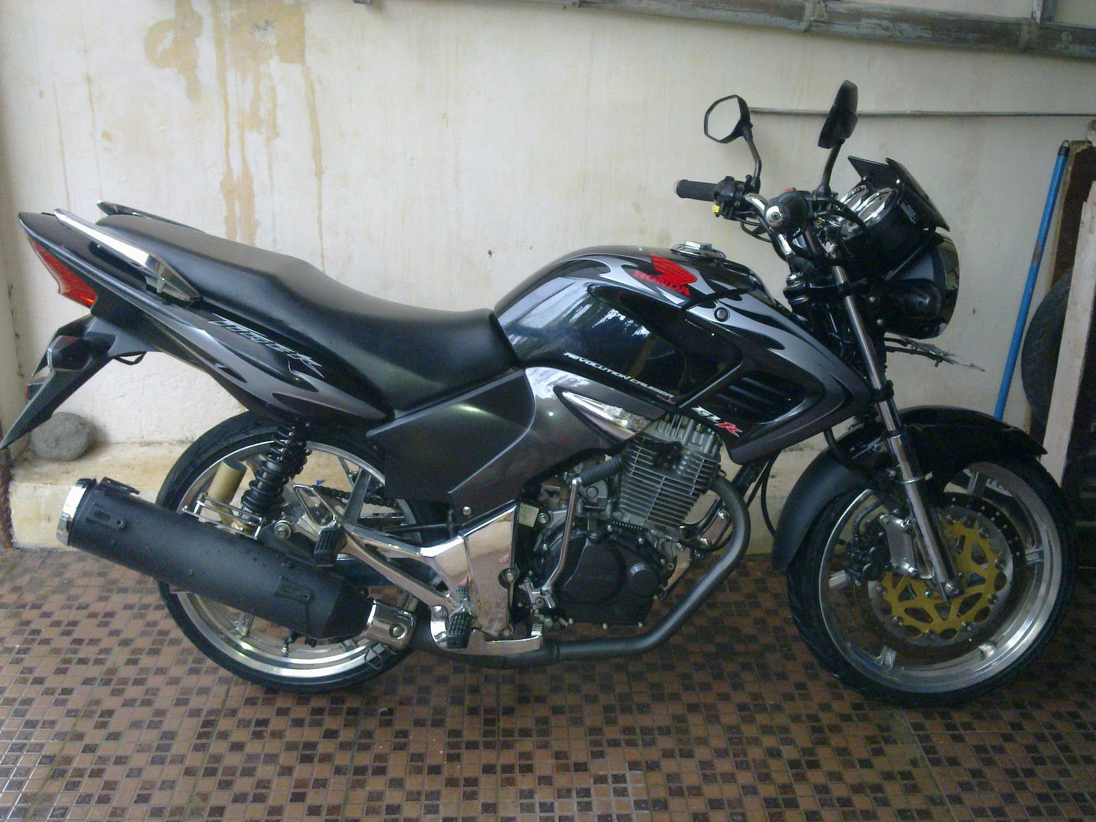 Modifikasi Motor Honda Tiger 2008 Revo Velg 17 Modifikasi Motor