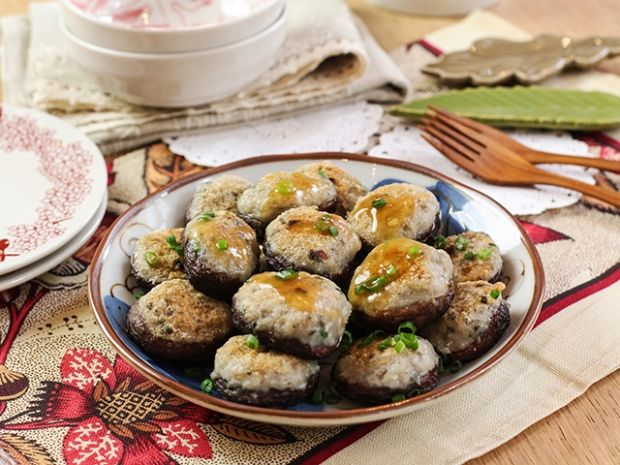 Stuffed mushrooms with fish meat daydaycook everyday daydaycook is the hottest new culinary website across asia offering step by step instructions and videos on how to cook chinese food recipes forumfinder Images