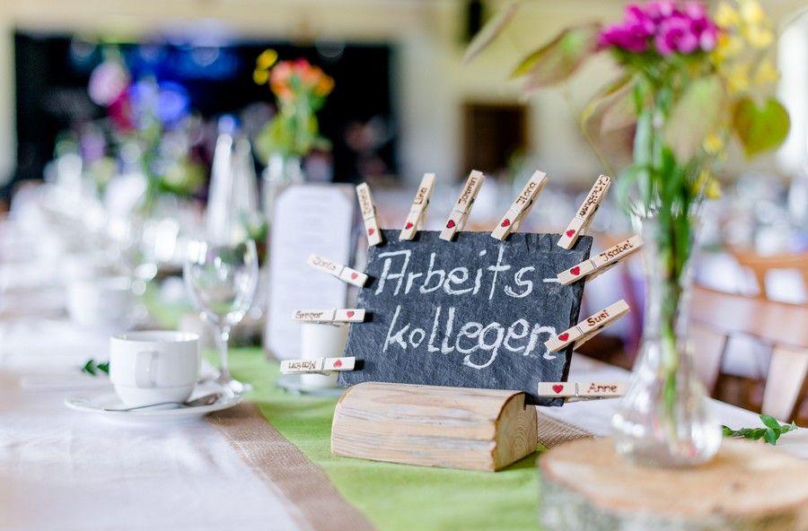 hochzeit tischbezeichnungen auf schiefertafel tischdeko wedding decorations pinterest. Black Bedroom Furniture Sets. Home Design Ideas