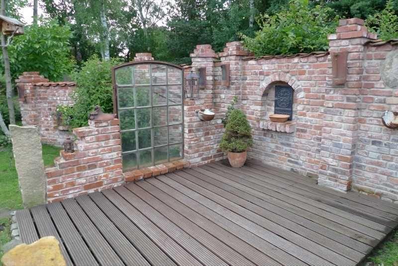 Gartenmauer Mit Sitzecke Steinmauer Garten Sichtschutz Konzept Of