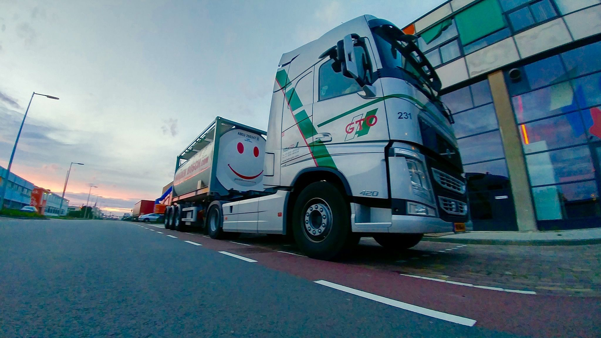 everyone gets a smile on his face at the sight of this iso-tank #smile #volvo #happy #tank Van den Bosch Transporten