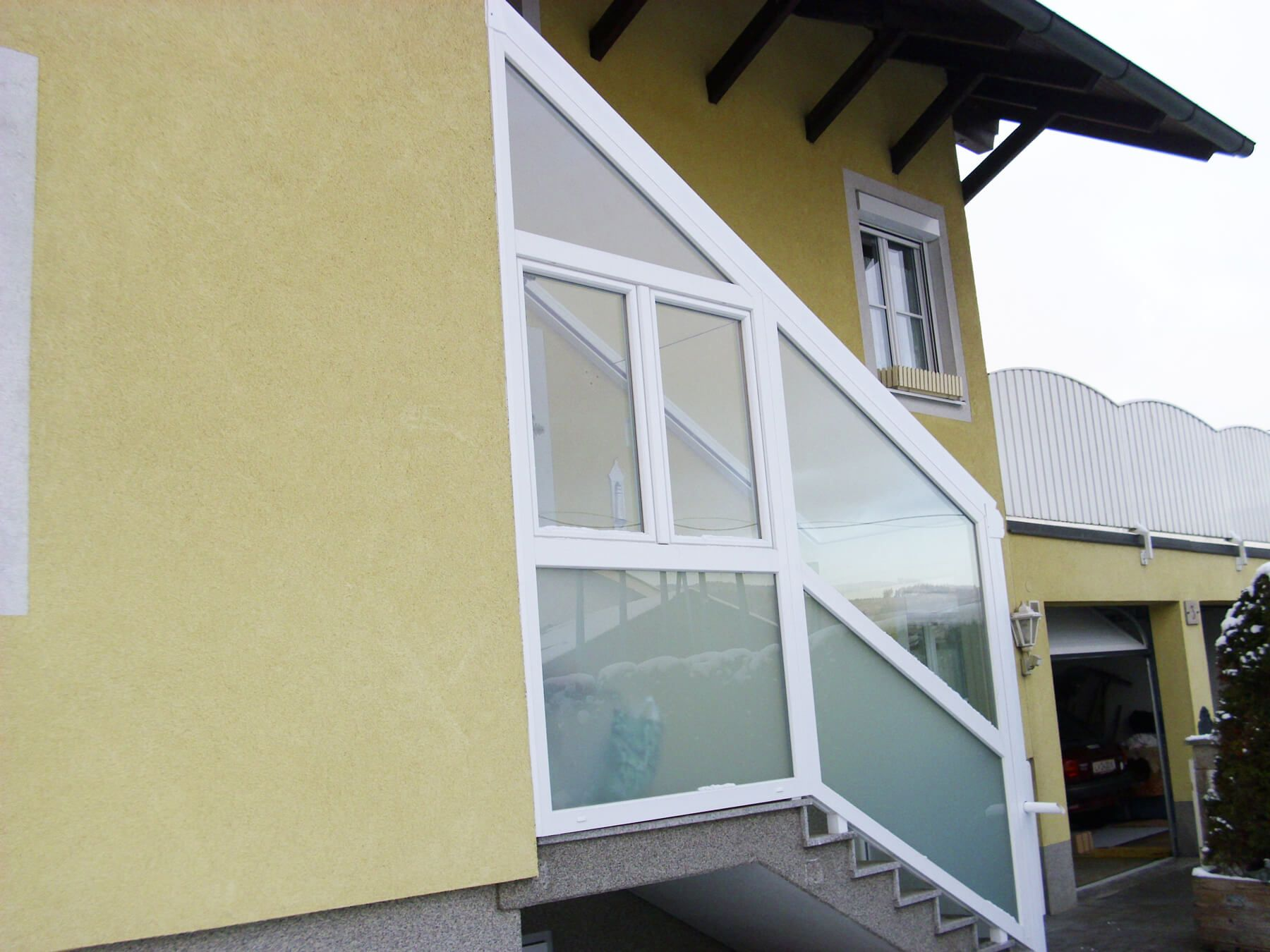 überdachungen Eingangsbereich stiegenaufgang aussen überdachung mit elementen aus kunststoff alu