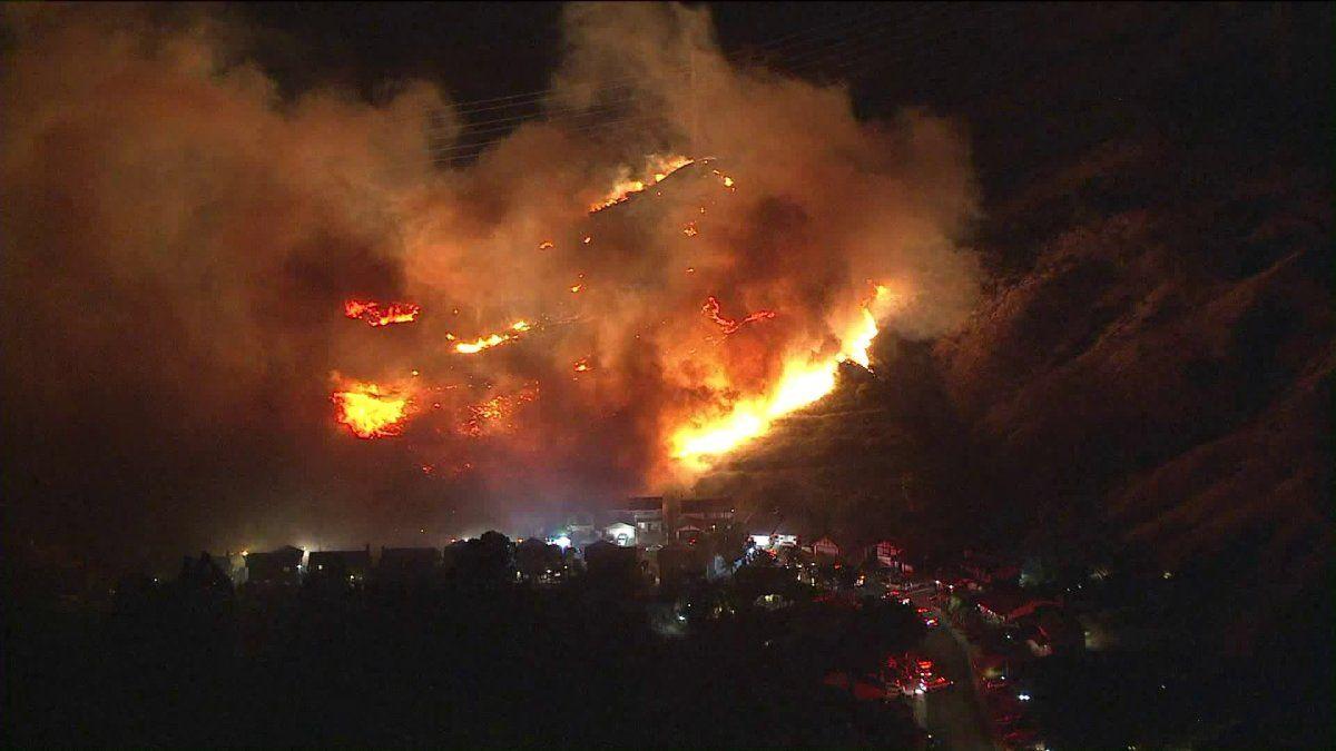 Brush Fire Ignites Near Homes In Sylmao Granada Hills Sylmar Porter Ranch