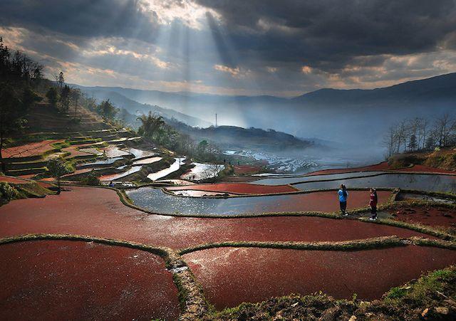 Catching The Light In Asia  Le photographe Weerapong Chaipuck décrit dans ses photos l'Asie. Un beau et mystérieux continent avec des paysages à couper le souffle et des traditions profondément enracinées. Profitez du voyages et de son travail sur la lumière grâce à ces superbes photos disponible sur Fubiz .