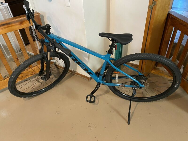 2020 Trek Marlin 5 Mountain Bike M L In 2020 Mountain Biking Bike Bicycle