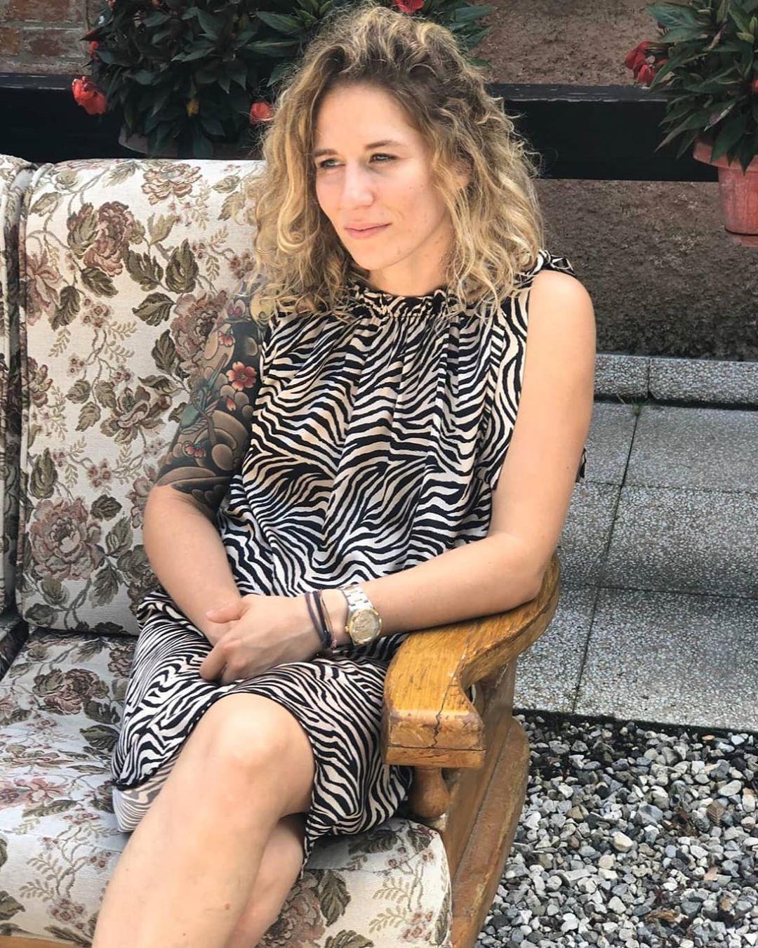 🦓 . . . . . . . . . . . . . . . . . . . . . . . . . . #summertime #summer #italiangirl #tattoos #tattooedgirls #inkedgirls #blonde #blondehair #blondegirl #blueeyes #curlyhair #curly #vsco #vscocam