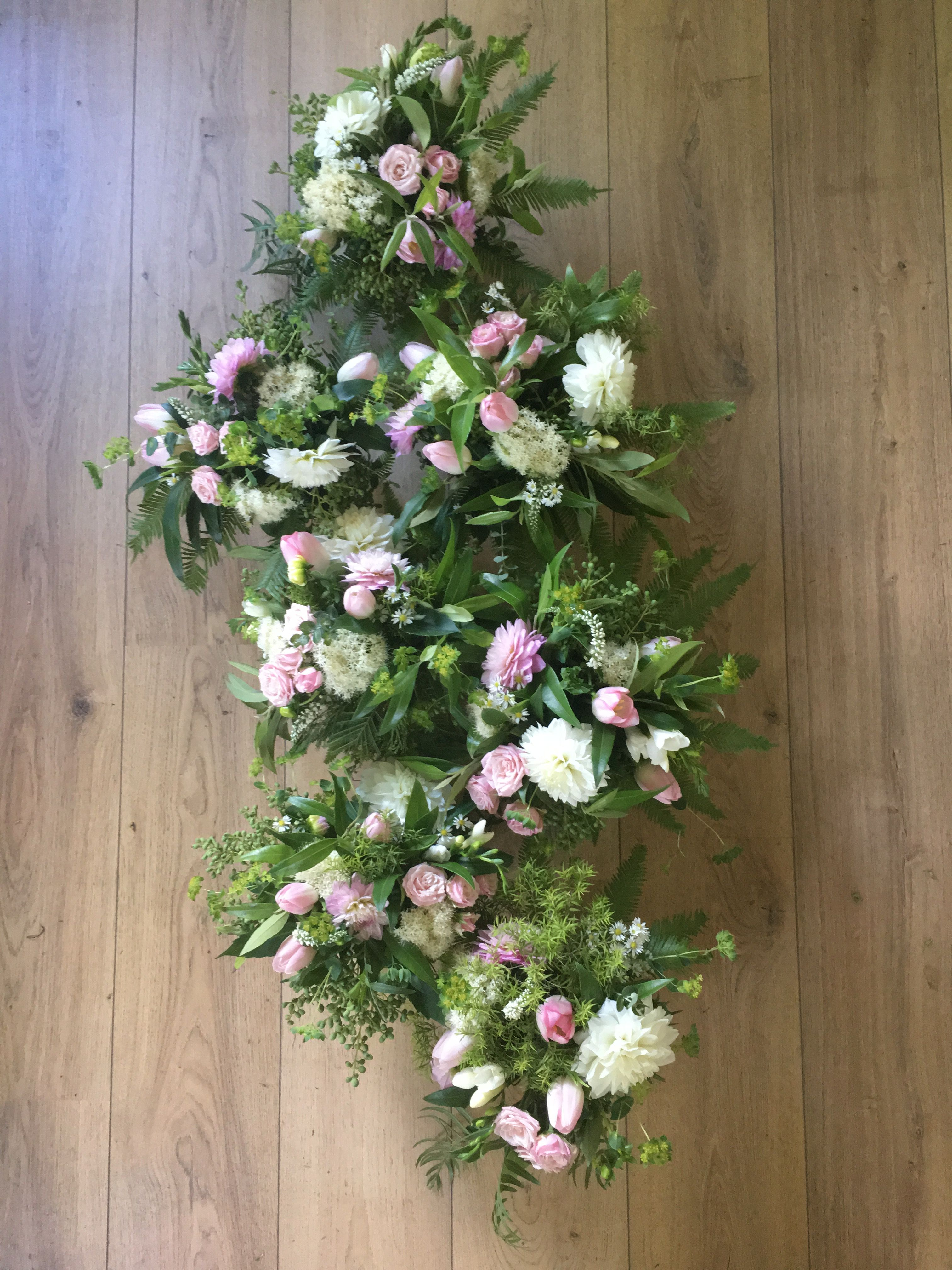 Table flowers for your birthday party delivered by le sans souci table flowers for your birthday party delivered by le sans souci flowers izmirmasajfo