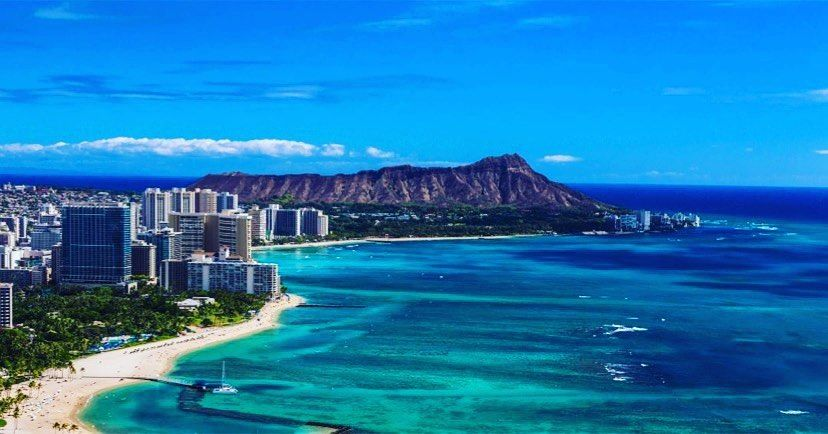 """Blue Hawaiian Helicopters on Instagram: """"#waikiki, always so beautiful and inviting.  • 📸 from @intlmktplace •  #flybluehawaiian #bluehawaiianhelicopters #helicopterview…"""""""