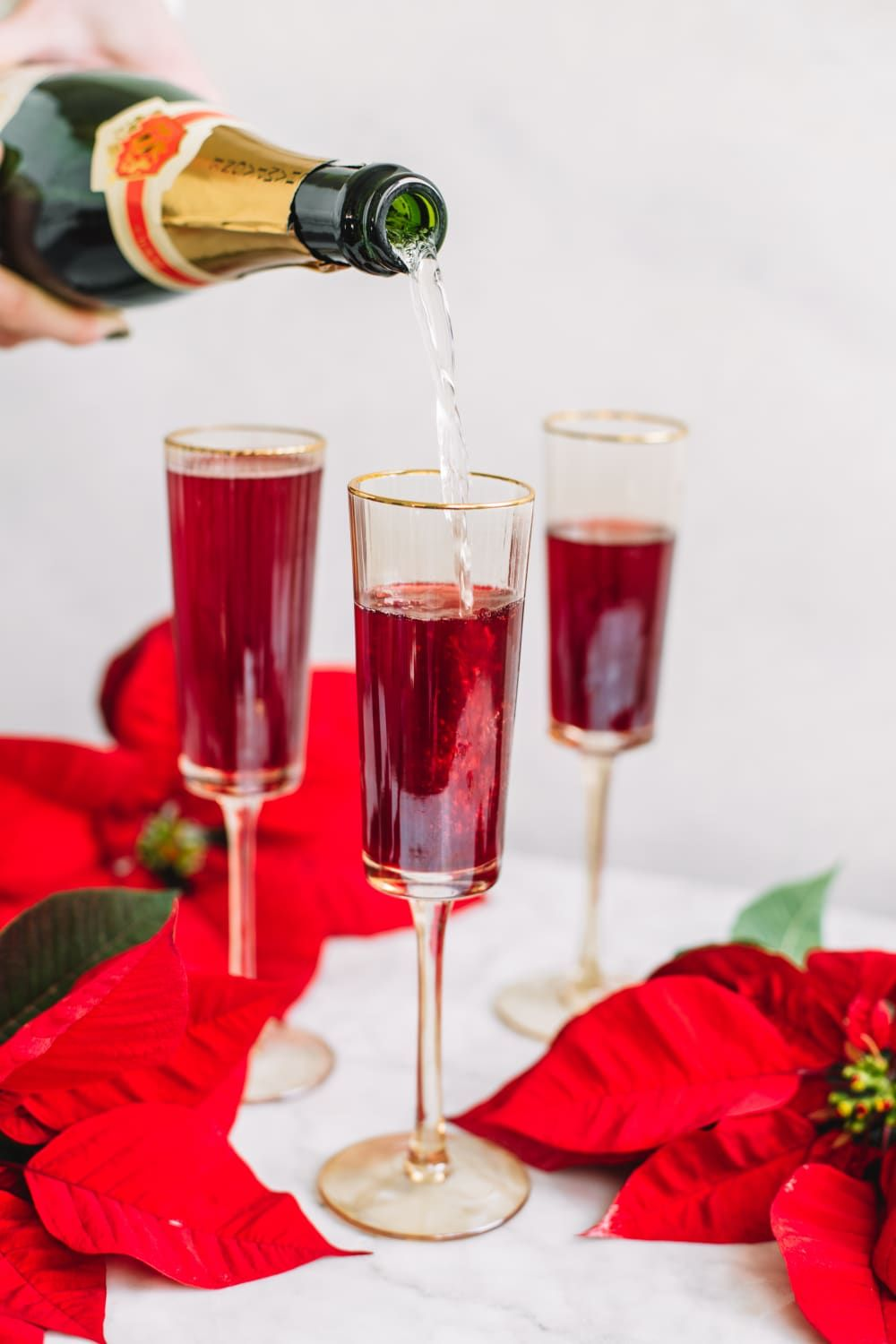 Toast The New Year With 3 Ingredient Poinsettia Fizz Recipe Margarita Recipe Tequila Summer Vodka Cocktails Vodka Lime
