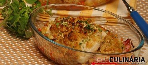 Receita de Filetes de pescada no forno com broa. Descubra como cozinhar Filetes de pescada no forno com broa de maneira prática e deliciosa com a Teleculinária!