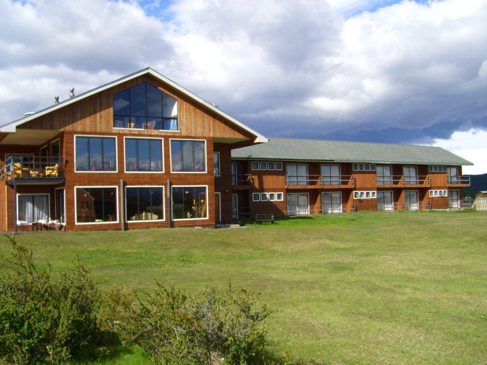 Hostería y Cabañas Tyndall. Ubicada en Villa Serrano al Sur de Parque Nacional Torres del Paine.