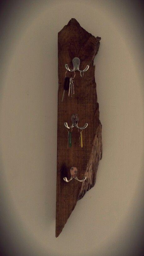 porte cl mural avec une vielle planche de bois diy lex basteln. Black Bedroom Furniture Sets. Home Design Ideas