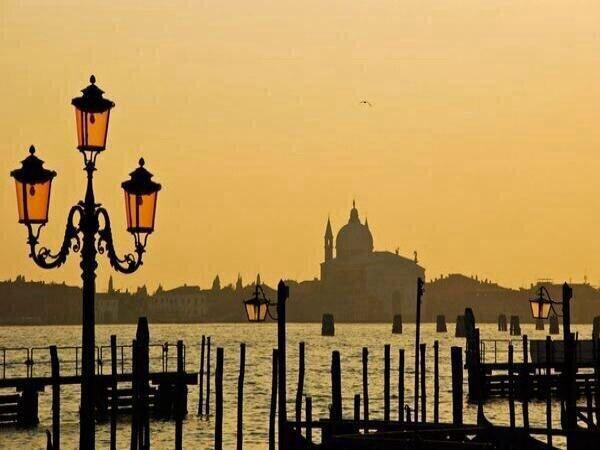 Atardece en Venecia, Italia. http://t.co/LqoXkKMd8y