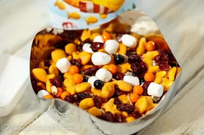 Goldfish Snacks Trail Mix for Fun Holiday Travel