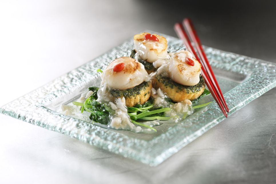 Braised homemade spinach tofu with scallop in crab meat