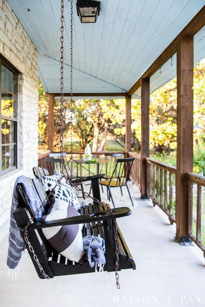 Modern Farmhouse Porch Reveal - Maison de Pax #fallfrontporchdecor