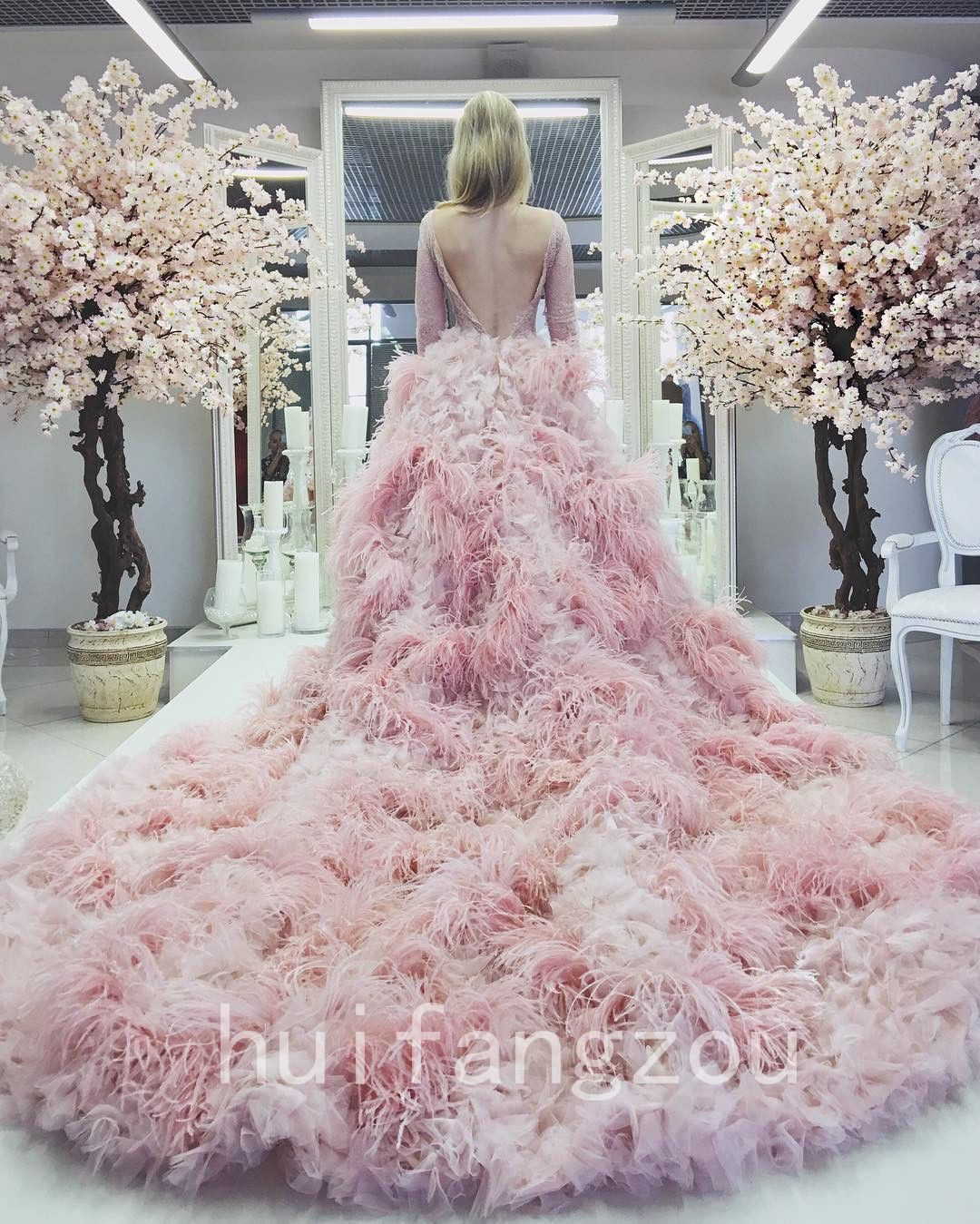 78bc574c265c0 Luxury Pink Red Champagne Ostrich Feather Wedding Dresses Bridal Gowns A  Line