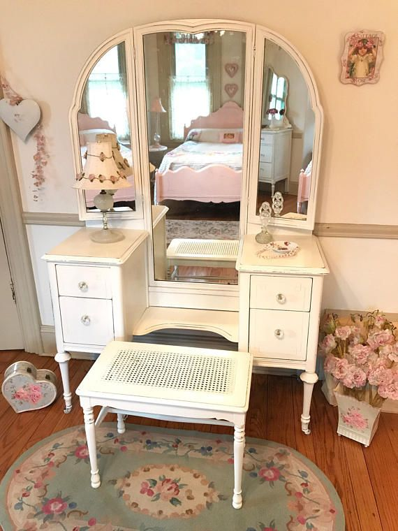 Beautiful Antique Vanity With Trifold Mirror And Cane Bench Shabby Chic Dresser Antique Vanity Shabby Chic Bedrooms