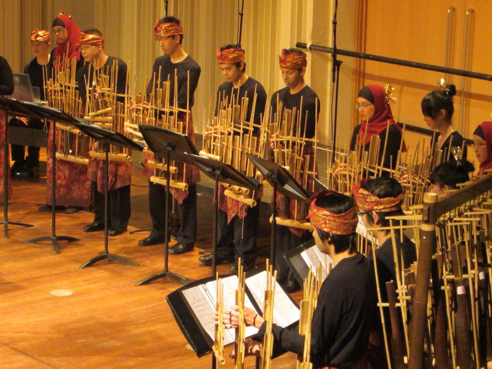 Angklung adalah alat musik tradisional yang berasal dari