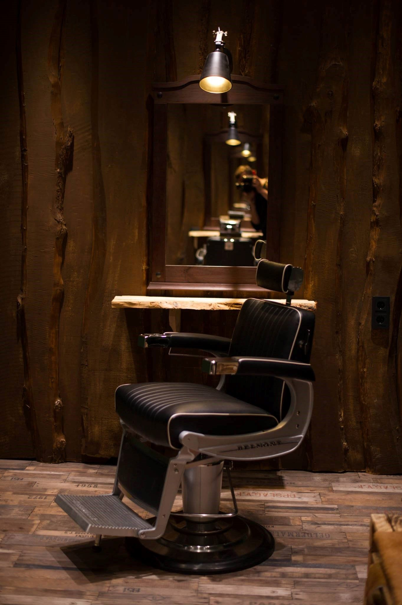 Salon Louise & Fred Munich Barbering Room with APOLLO II Chair