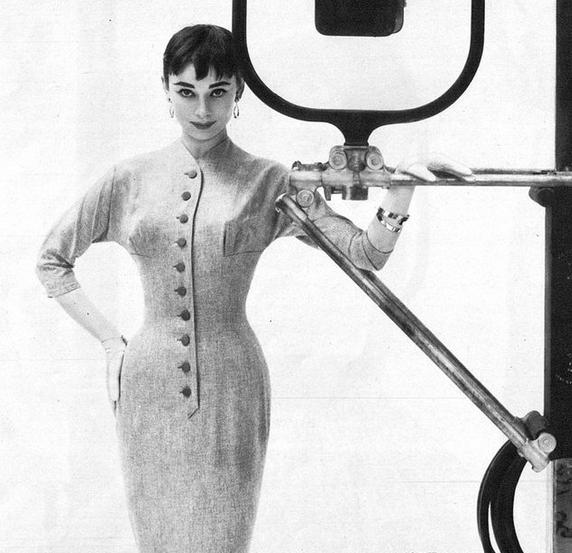 Audrey Hepburn (photo by Richard Avedon, 1954)