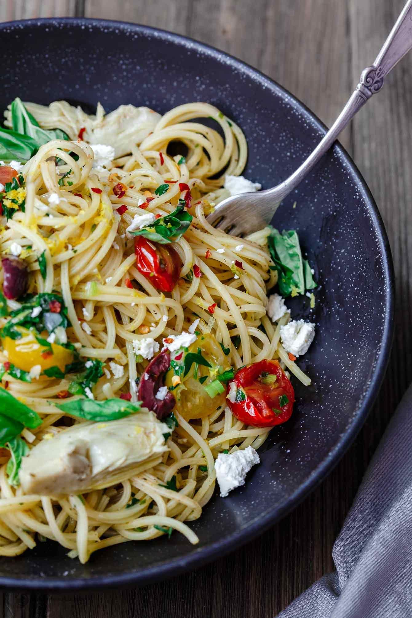 Einfache mediterrane Olivenöl Pasta | Die mediterrane Schale. Ein ...