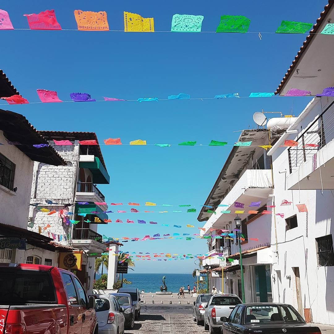 Expats in Puerto Vallarta gear up for March social gatherings - Learn more about this photo here: http://bit.ly/2lOB3tM