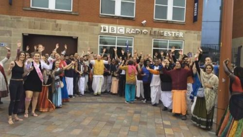 Harinama in UK during the YOUTH MELA (3 min video) Get a glimpse of Harinam we…