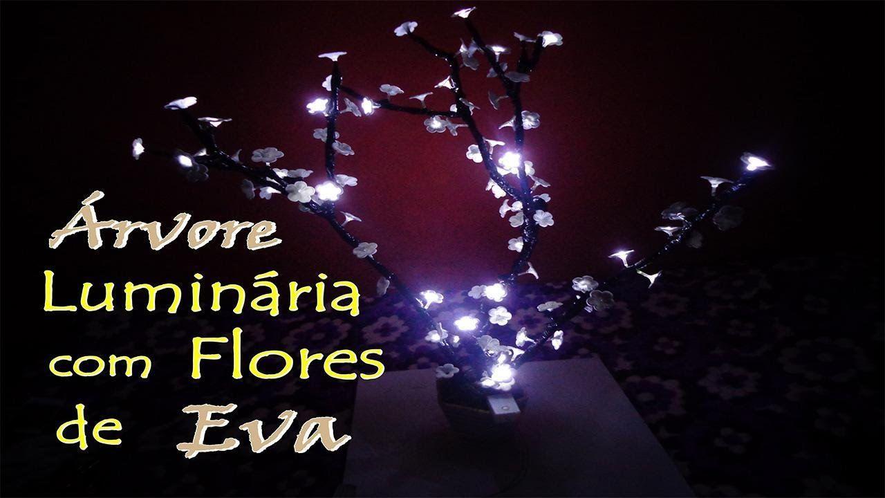 ÁRVORE LUMINÁRIA COM FLORES DE EVA