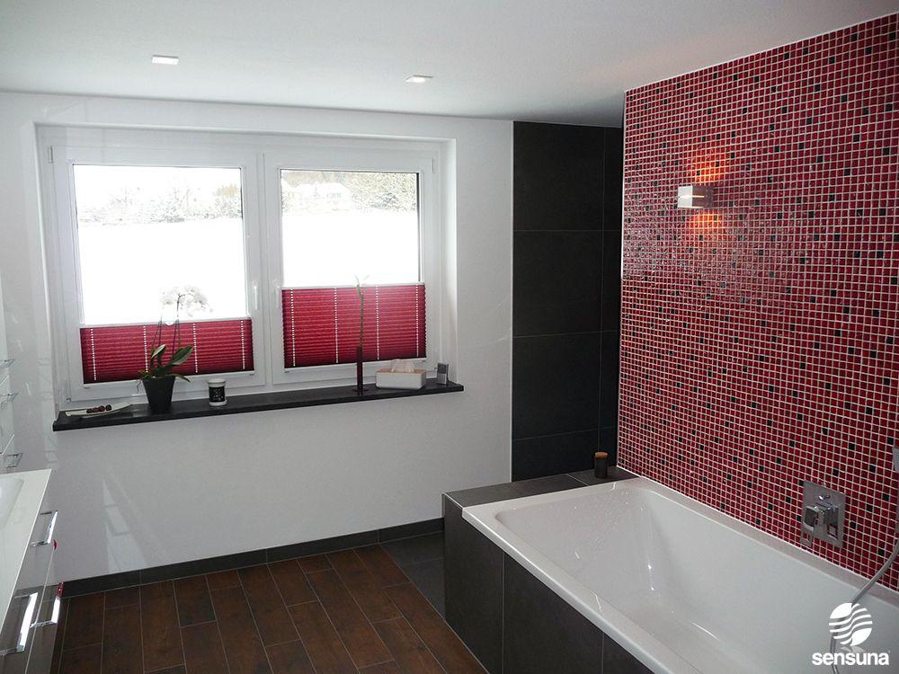 Einen ganz besonderen Charme bekommt ein Badezimmer mit solch - sichtschutz für badezimmerfenster