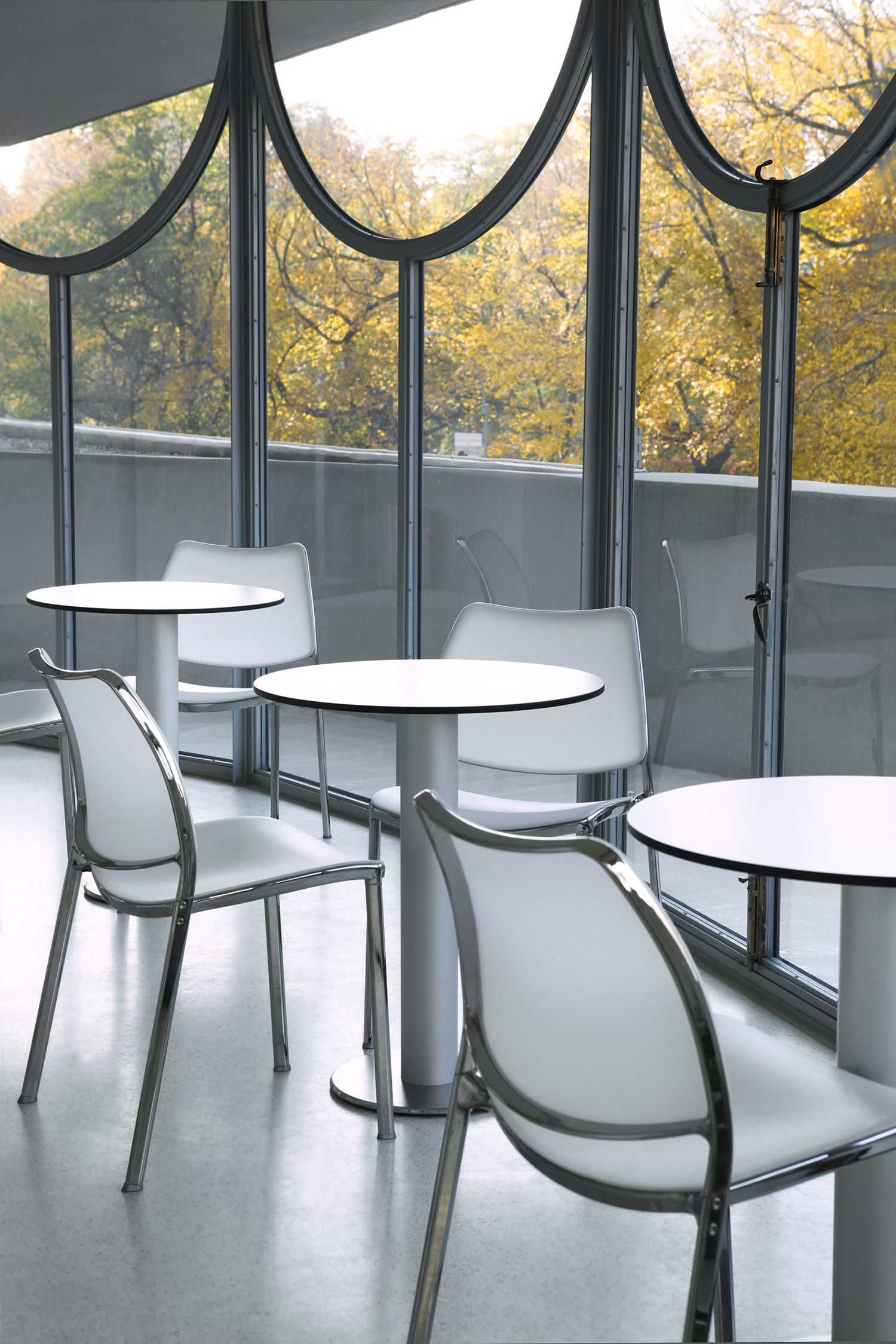 This is the Solomon R. Guggenheim Museum in NYC with STUA Gas chairs ...