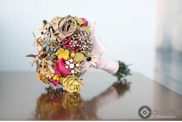 Vintage wedding brooch bouquet