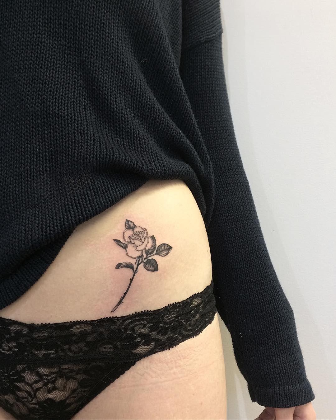 Rosa En Cadera Tatuajes Pequeños Pinterest Tatuajes Mejor