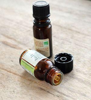 les indispensables huiles essentielles des recettes pour entretenir votre logement au. Black Bedroom Furniture Sets. Home Design Ideas