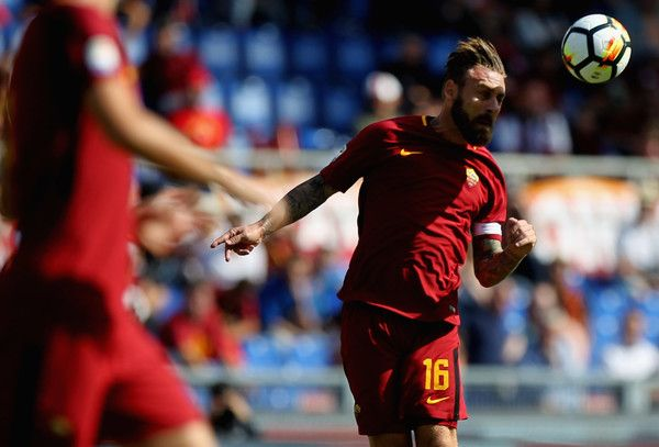 Daniele De Rossi Photos - Daniele De Rossi of AS Roma in action during the Serie A match between AS Roma and Udinese Calcio at Stadio Olimpico on September 23, 2017 in Rome, Italy. - AS Roma v Udinese Calcio - Serie A