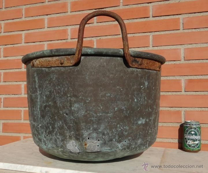 Antiguo gran caldero de cobre con asas de de hierro - Cazuelas de cobre ...