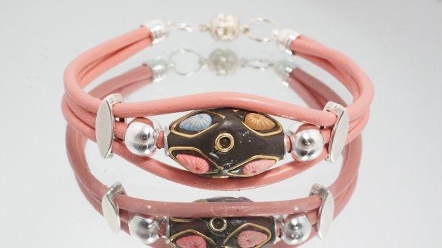 Paparacha rosa silbernes Kashmiri Lederarmband von MeinBändchen Leder Wickelarmbänder mit Magnetverschluss auf DaWanda.com