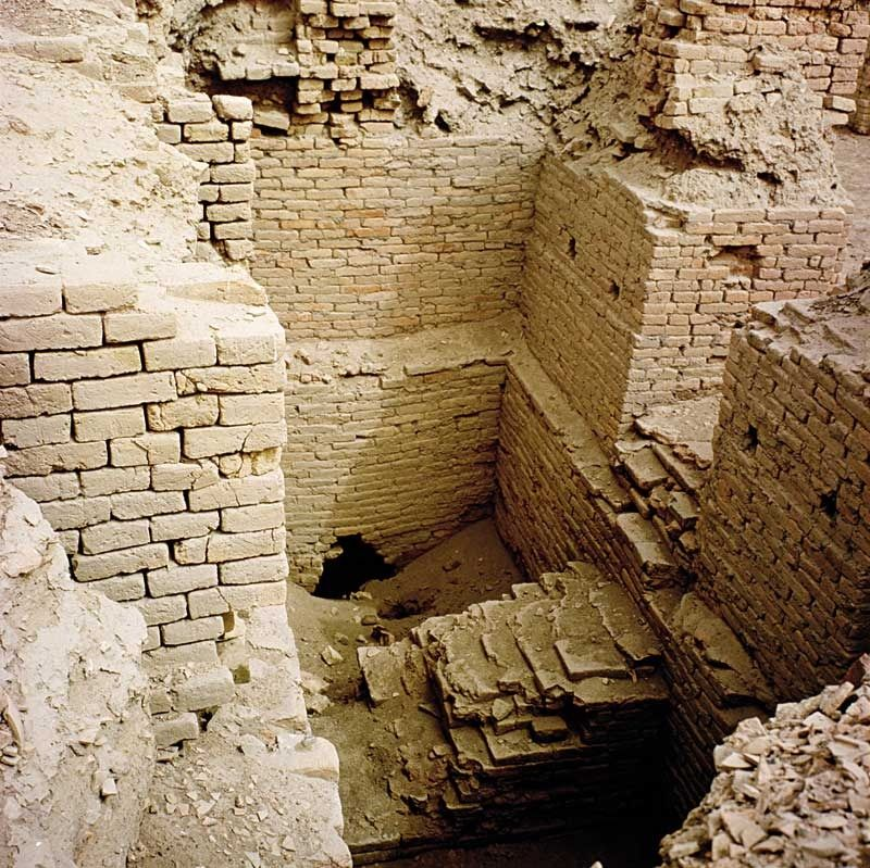 Ruins of the city of Ur (Mesopotamia, 4000 BC) - An area of the mausoleum with the tombs of the royal family (III dynasty, twenty-first century. BC) attributed to the sovereign Shulgi and Amar-Sin.