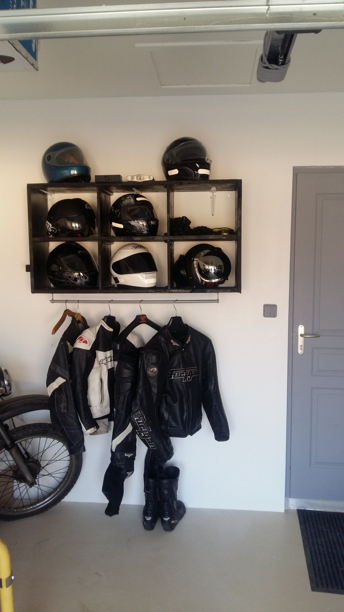 casque moto rangement berendezes pinterest casque moto et rangement. Black Bedroom Furniture Sets. Home Design Ideas