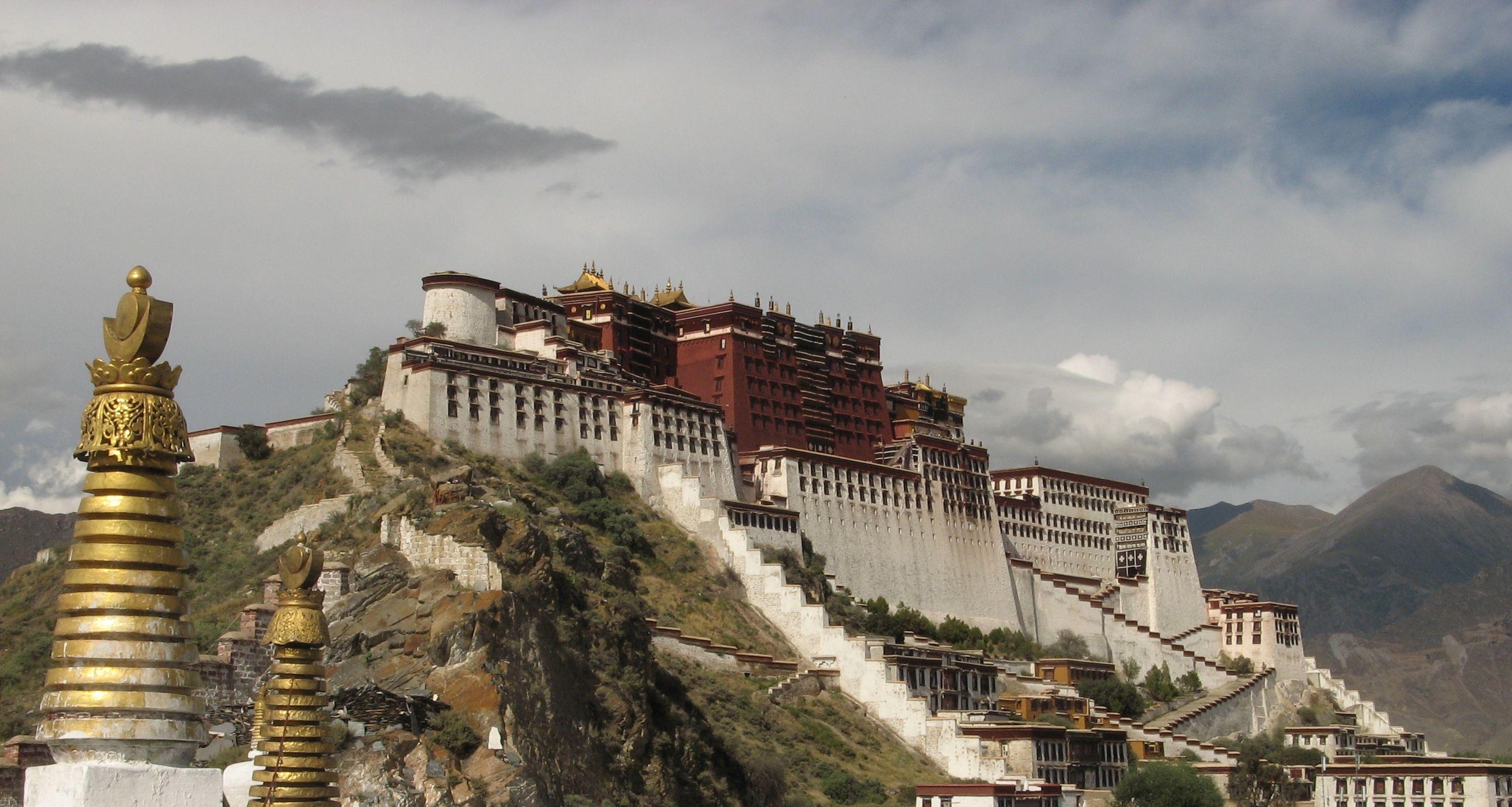 Il palazzo Potala, storica sede del Dalai Lama a Lhasa